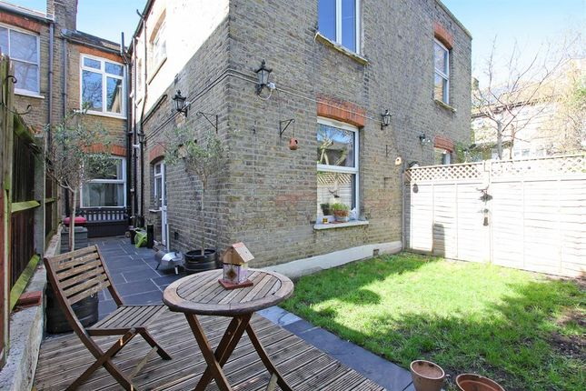 Maisonette for sale in Caldecot Road, Camberwell, London