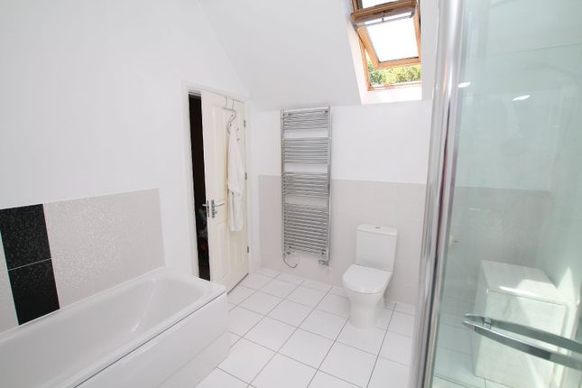 En-Suite of Newchurch Close, South Knighton, Leicester LE2