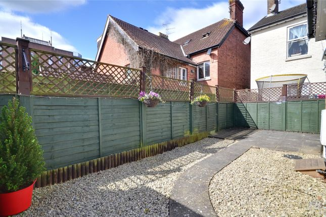 Thumbnail Flat for sale in East Grinstead, West Sussex