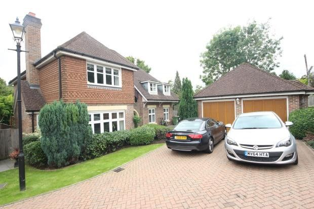 Thumbnail Detached house to rent in Chipstead Way, Surrey