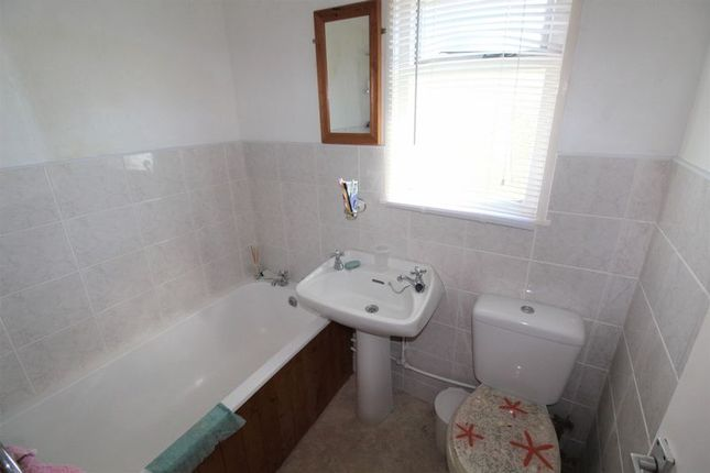 Bathroom of California Road, California, Great Yarmouth NR29
