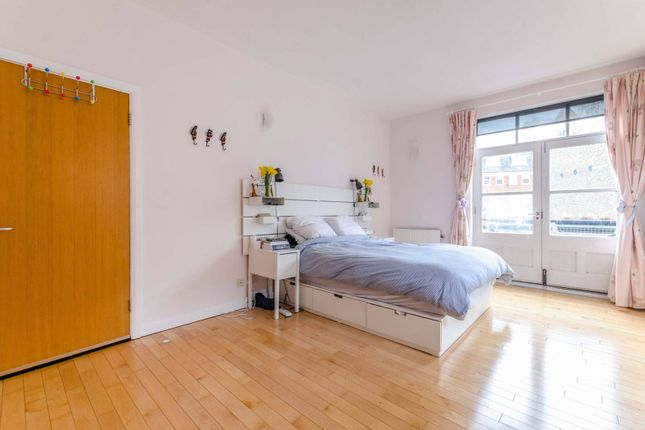 Thumbnail Flat to rent in Hardwicke Mews, Clerkenwell, London