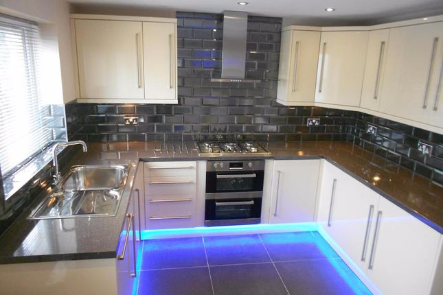 Thumbnail Town house to rent in Vesper Road, Leeds, West Yorkshire