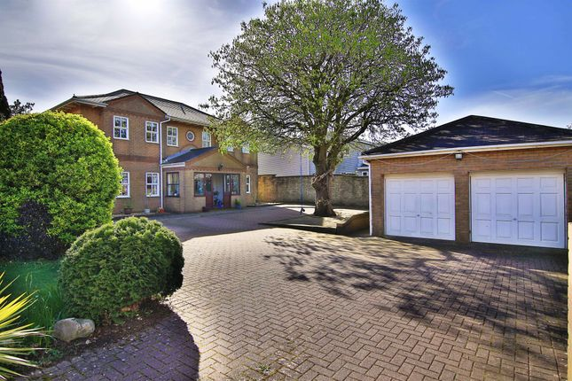 Thumbnail Detached house for sale in Cliffside, Penarth