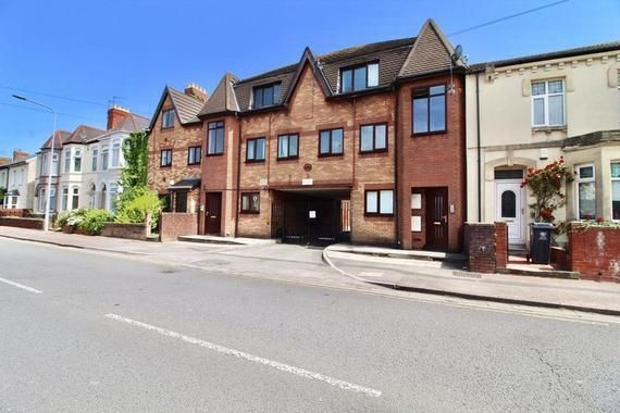 Flat to rent in Clive Road, Canton, Cardiff