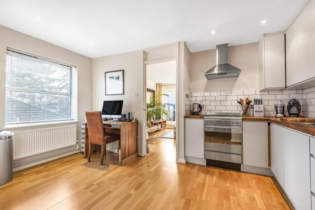 Thumbnail Flat for sale in Holm Oak Close, Putney