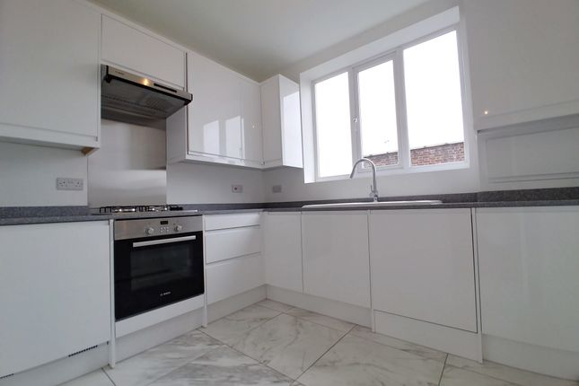 Thumbnail 2 bed flat for sale in Woodhouse Road, North Finchley