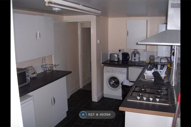 Thumbnail Terraced house to rent in Crawley Road, Luton