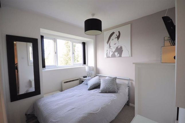 Flat for sale in Kingsland Road, Stone