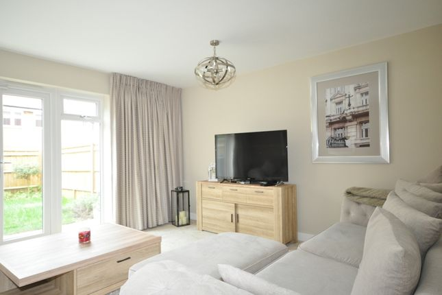 Thumbnail End terrace house to rent in Bricklayer Lane, Faygate, Horsham