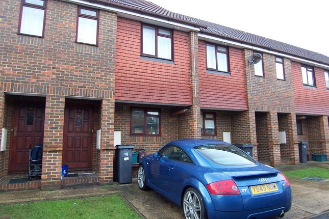 2 bed property to rent in Jacaranda Close, New Malden