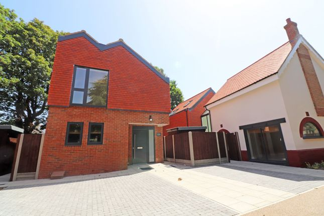 Thumbnail Detached house to rent in Aldersbrook Road, Wanstead