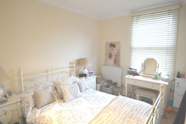 Thumbnail Flat to rent in White Hart House, Colnbrook, Berkshire