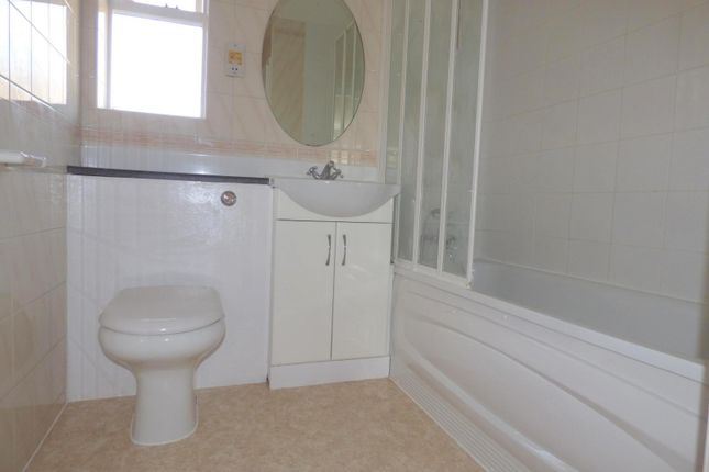 Bathroom of Croftongate Way, London SE4