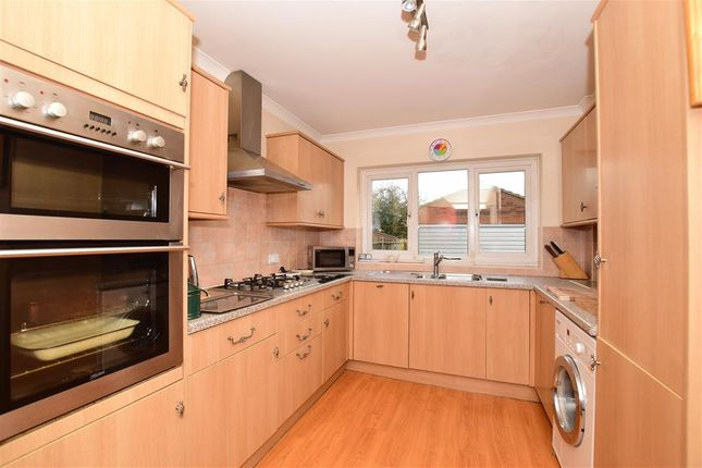 Thumbnail Semi-detached house for sale in Central Avenue, Welling, Kent