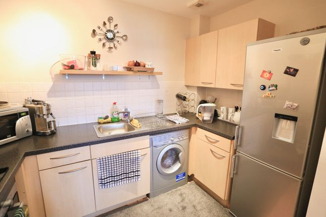 Thumbnail Flat to rent in Holyhead Mews, Burnham, Slough