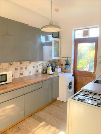 Thumbnail Flat to rent in Green Lane, Ilford