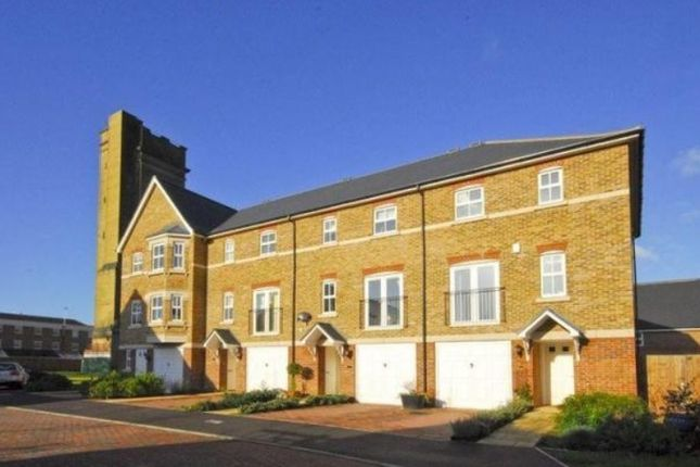 Thumbnail Town house to rent in Saville Close, Epsom