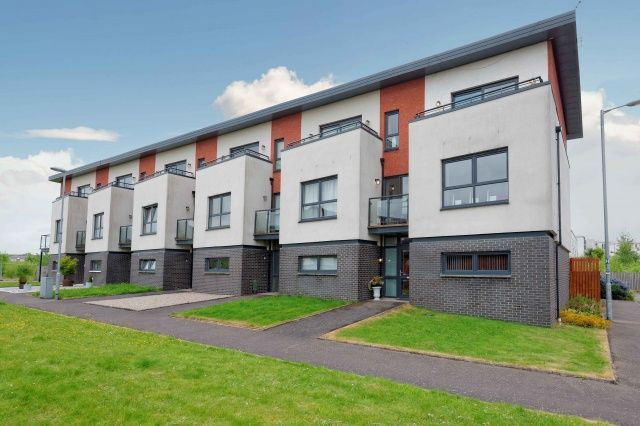 4 bed end terrace house for sale in Mulberry Square, Renfrewshire, Renfrew