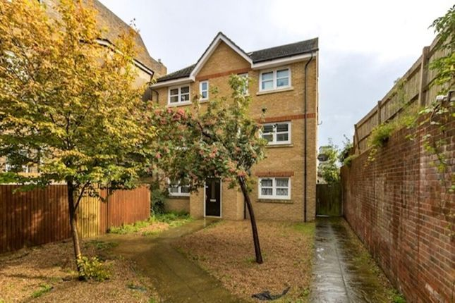 1 bed flat to rent in Manor Road, Chatham ME4