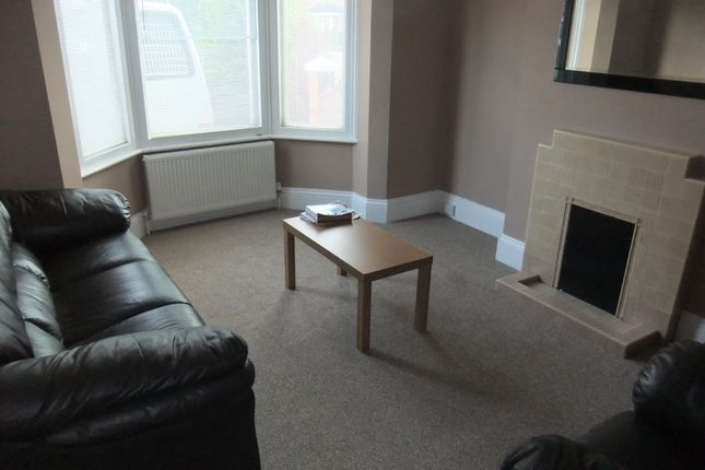Thumbnail Terraced house to rent in Junction Road, Reading
