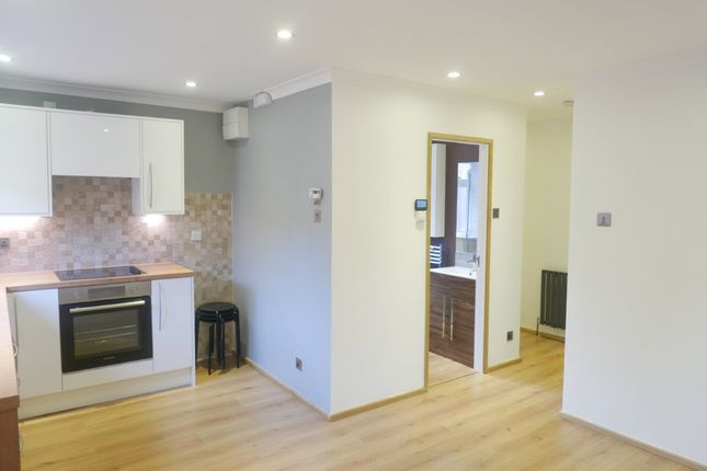 Thumbnail Flat to rent in Whincover Drive, Leeds