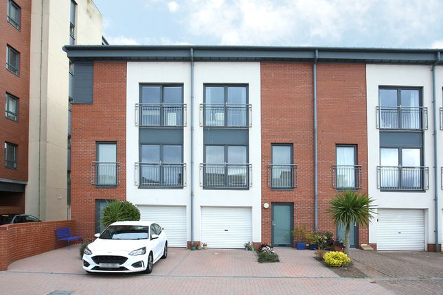 Thumbnail Town house for sale in Thorter Loan, Dundee