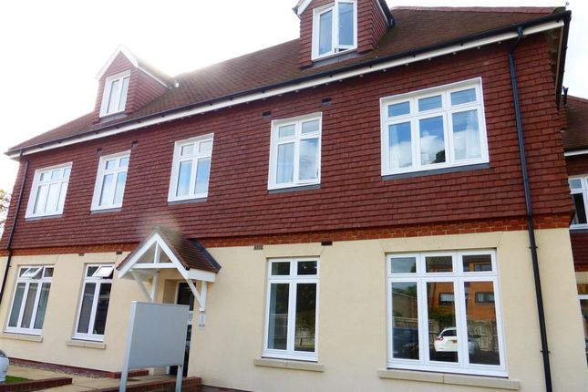 Thumbnail Flat to rent in Bonehurst Road, Horley