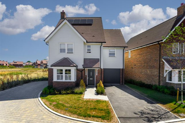 Thumbnail Detached house to rent in Banks Close, Horley