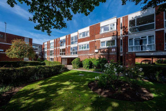 Thumbnail Flat to rent in West Byfleet, West Byfleet