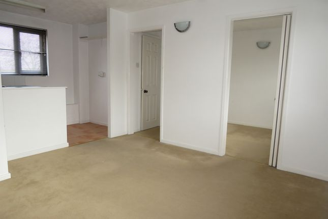 Thumbnail Flat for sale in Highgrove Close, Calne