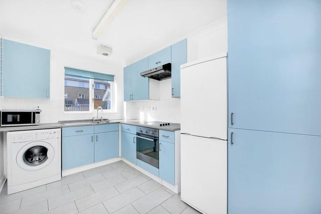 Flat to rent in Myddleton Avenue, London