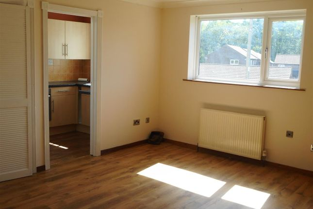 Thumbnail Flat to rent in Barton Road, Barnstaple