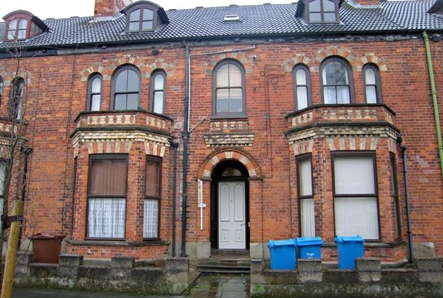 Thumbnail Flat to rent in Marlborough Avenue, Hull
