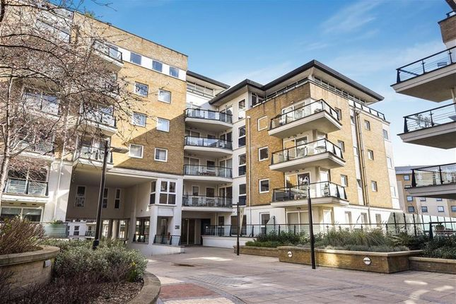 2 bed flat for sale in Smugglers Way, London