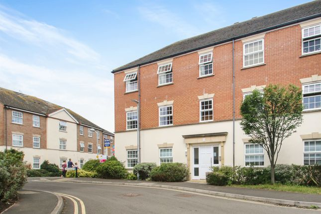 Thumbnail Flat for sale in Gatehouse Court, Taunton