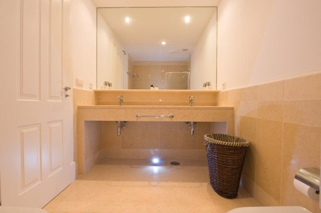 Bathroom of Spain, Cádiz, San Roque, Puerto De Sotogrande
