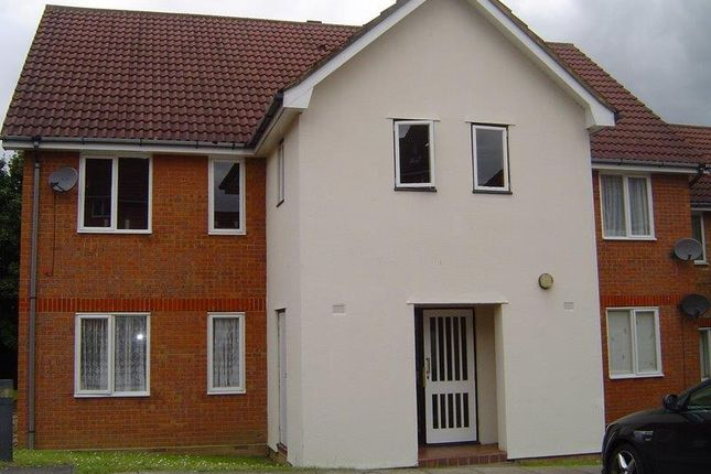 2 bed flat to rent in Eagle Close, Waltham Abbey