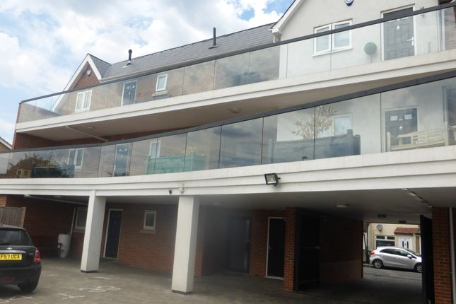 Thumbnail Flat to rent in East Road, Welling