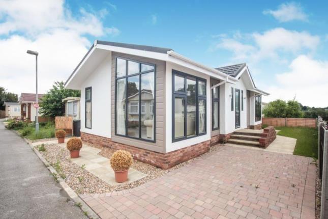 Thumbnail Mobile/park home for sale in Hillcrest Caravan Site, Manor Road, Woodside, Luton