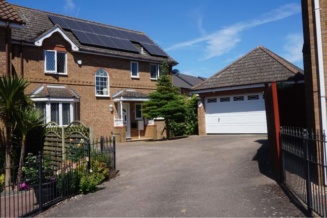 Thumbnail Detached house for sale in Gardenfield, Rushden