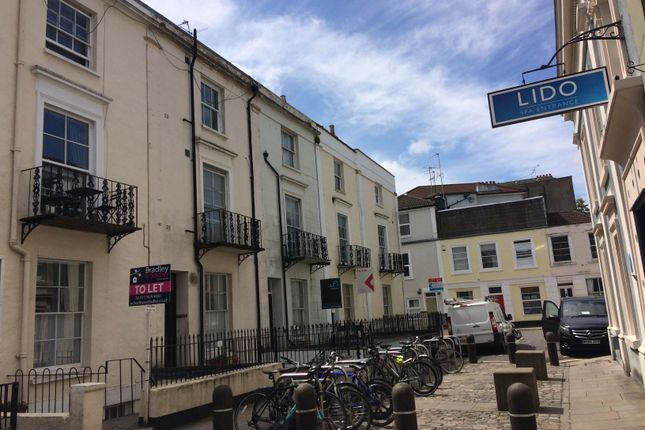 Thumbnail Flat to rent in Oakfield Place, Clifton, Bristol