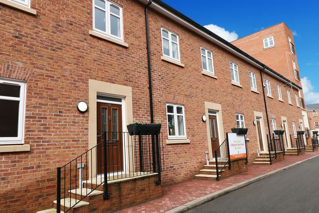 Thumbnail Town house for sale in Rumbush Lane, Solihull