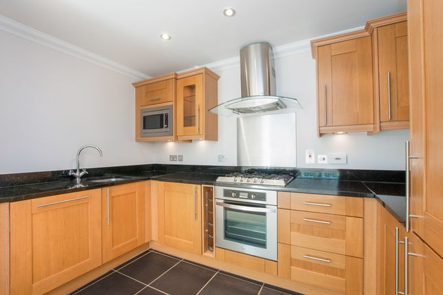 Thumbnail Flat to rent in Hillcrest, Forest Road, Bracknell