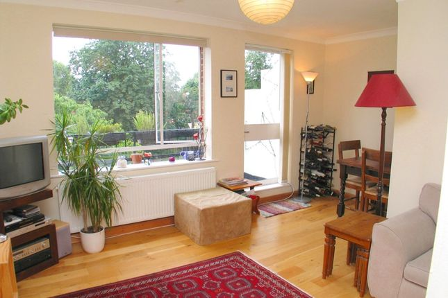 2 bed flat to rent in Rathgar Avenue, London