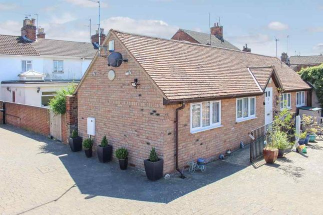 Thumbnail Detached bungalow for sale in Hockliffe Street, Leighton Buzzard