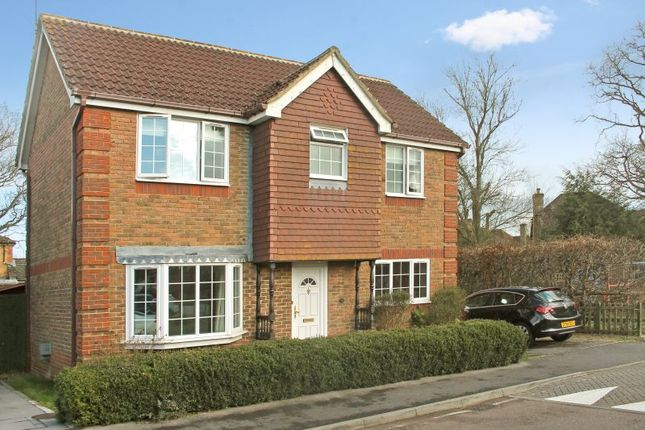 3 bed property to rent in Coulstock Road, Burgess Hill