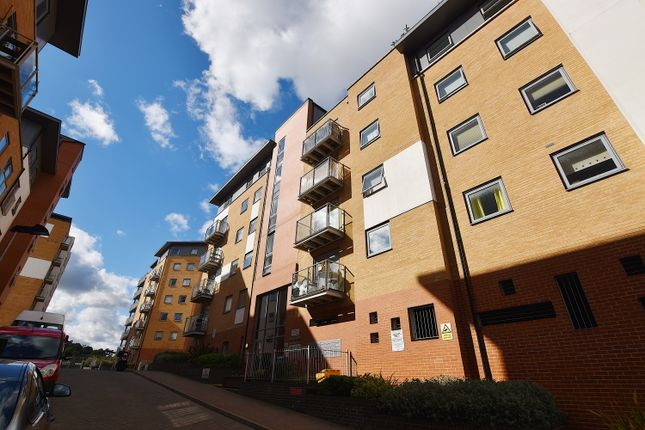 Thumbnail Flat for sale in Sail House, Colchester