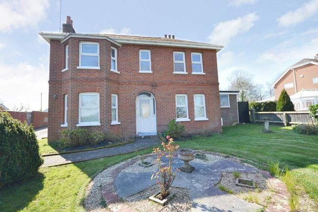 Thumbnail Detached house to rent in Shanklin Road, Godshill, Ventnor