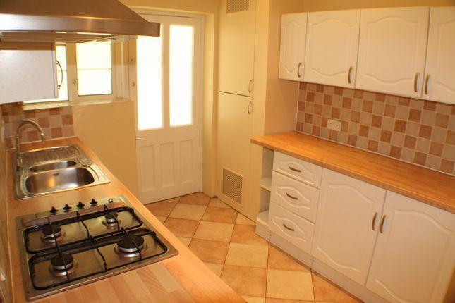 Thumbnail Flat to rent in Amblecote Close, London